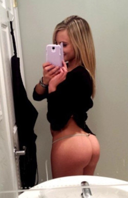 Sexy girlfriend uses iPhone to..