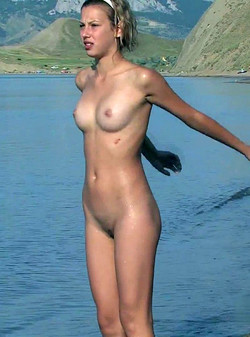 Teen nudist Maria photos from vacation