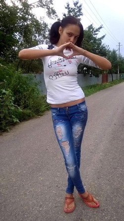 This cute gipsy teen posing for us