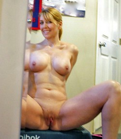 Teen pussy selfies in front of mirror