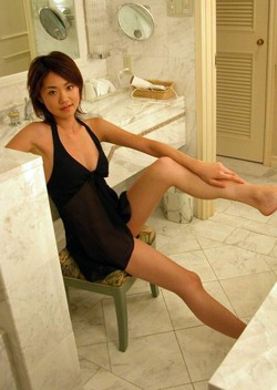 Titted Japanese girlfriend with big..