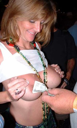 Dissolute MILF and girlfriends come to..