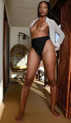 Leggy ebony babe naked